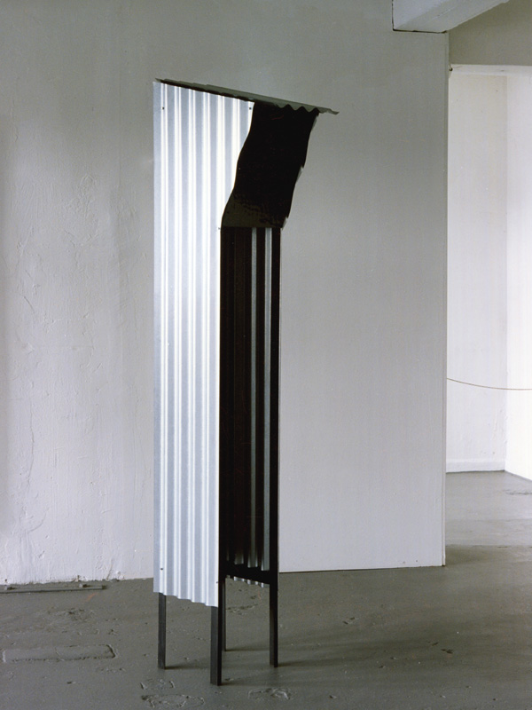 "freie Plastik, ""Shelters"", Wellblech, Winkeleisen, Glas, Krings-Ernst Galerie"